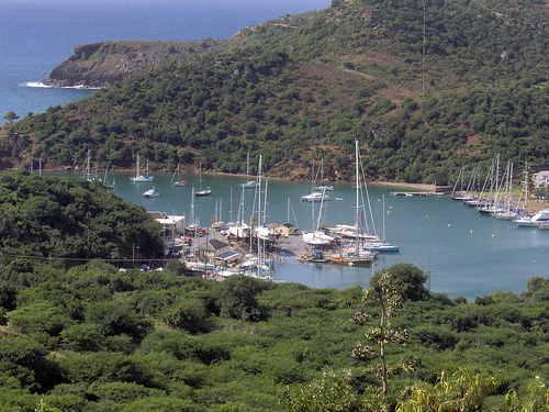 Яхты в бухте на Антигуа и Барбуда