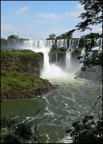 Вид на водопад Iguazu в Национальном парке Аргентины