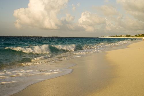 Волны в прибрежье Багамских островов