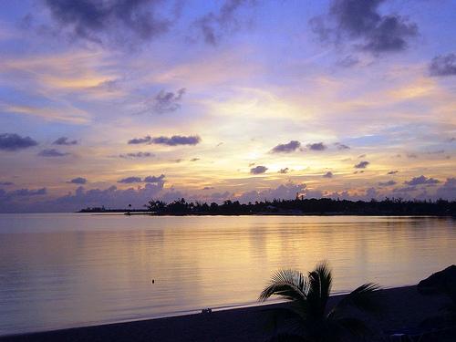 Вечерний океан на Багамах