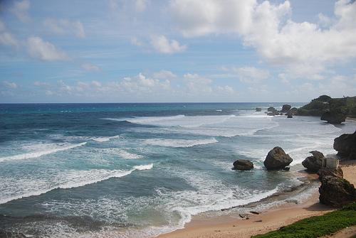 Волны, омывающие берега Барбадоса