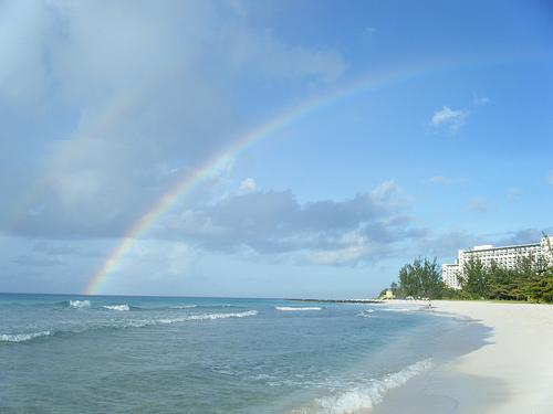 Радуга над океаном в Барбадосе
