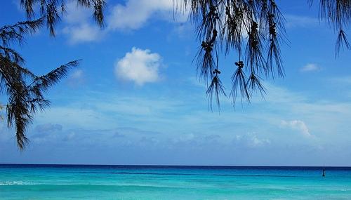 Вид на океан с побережья Барбадоса