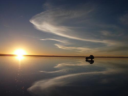 Закат над горным озером Поопо в Боливии