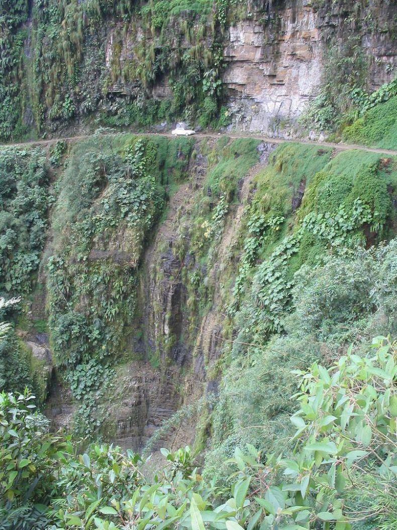 Дорога смерти в горах Боливии