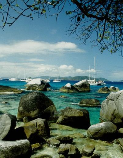 Камни на берегу залива Британских Вергинских о-ов