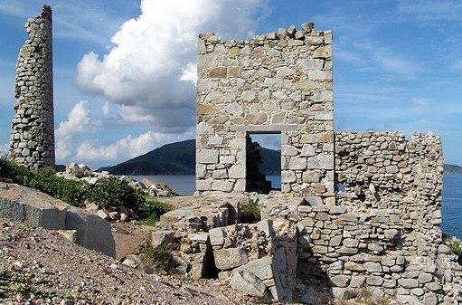 Руины древних зданий на Британских Вергинских о-вах