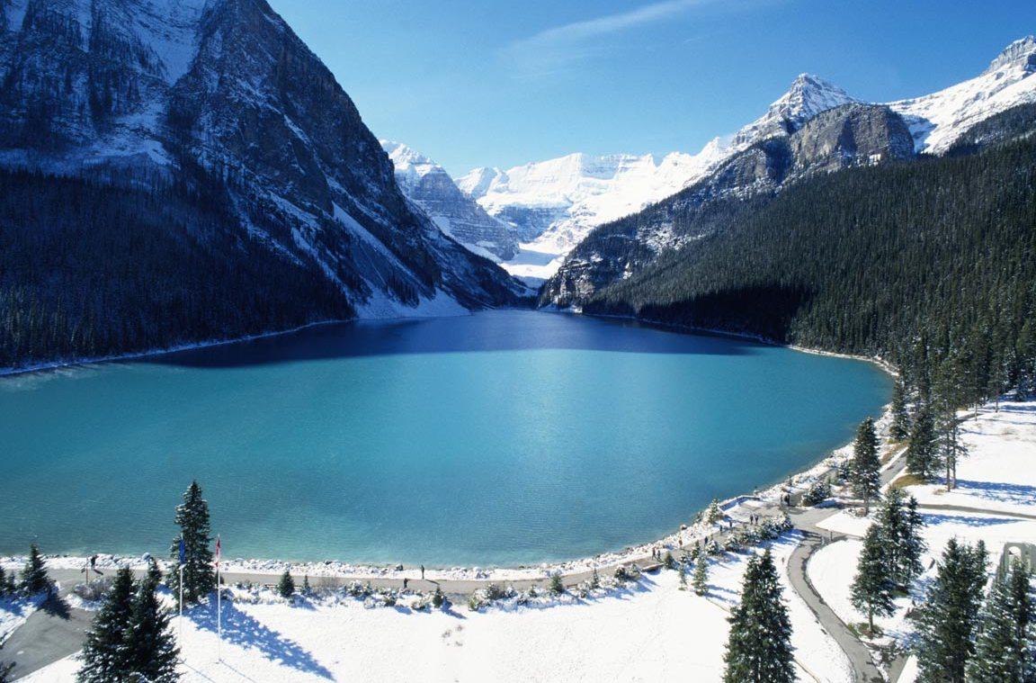 Великолепный вид Большего Медвежьего озера в Канаде