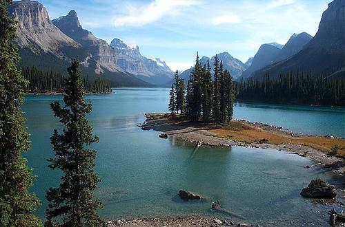 Красивейшие горные озера в Канаде