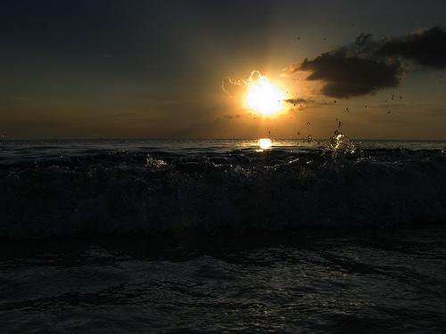 Брызг волн о берег Каймановых островов