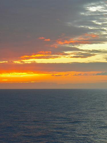 Закат над океаном возле Каймановых островов