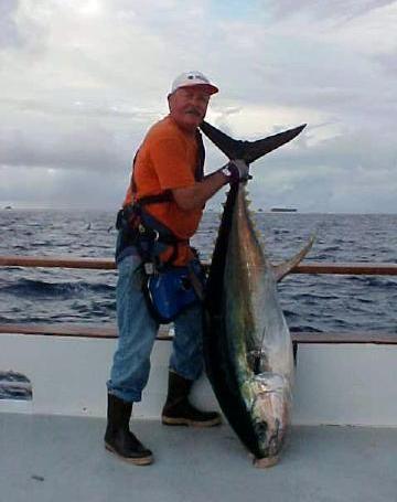 Гигантский тунец, выловленный на Клиппертоне