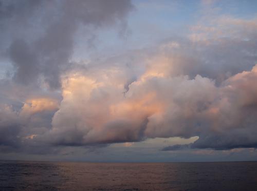 Грозные облака над водами Клиппертона