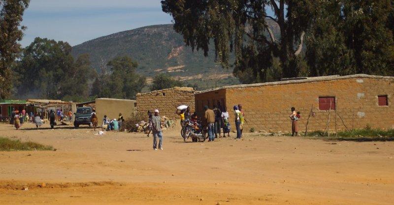 Ангола. Поселение в намибийской пустыне