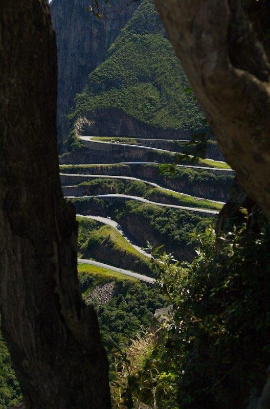Ангола. Дорога в горах