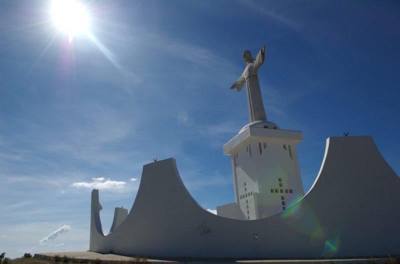 Пустыня Намиб. Статуя Христа