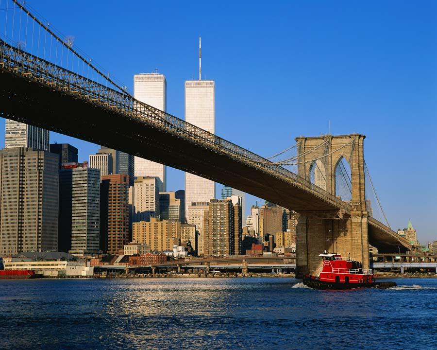 Вид на Бруклинский мост со стороны залива