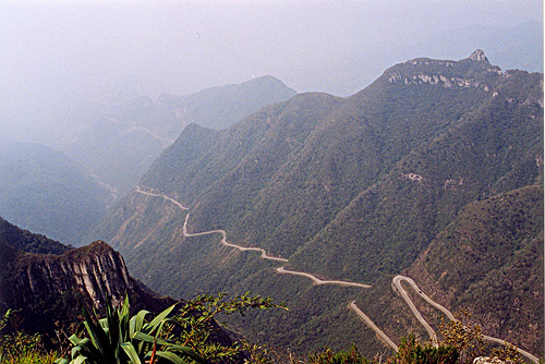 Горная дорога в Бразилии