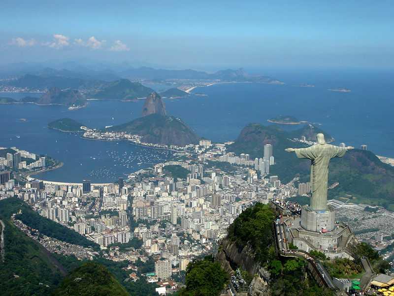Памятник Иисусу Христу над просторами Рио-де-Жанейро
