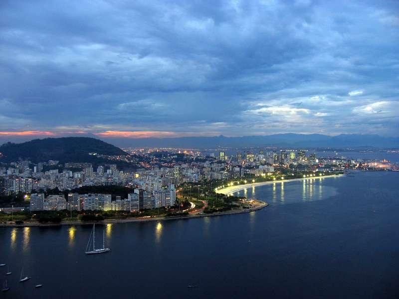 Вид на Рио-де-Жанейро вечером