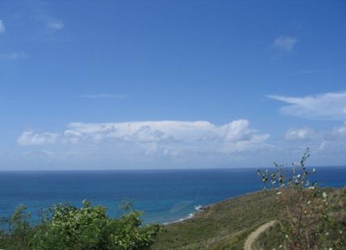 Синева океана близ Сан-Мартена