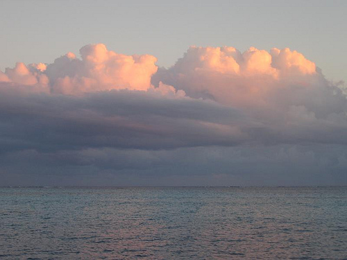 Облака над водами Тринидад и Тобаго