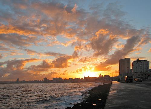 Закат над побережьем Кубы