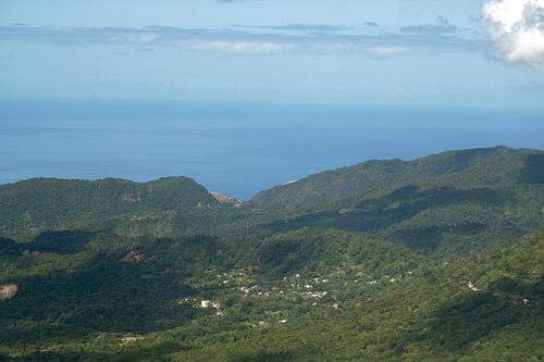 Холмистый ландшафт Доминики