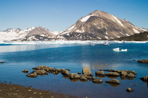 Зеркальная вода у берегов Гренландии