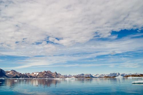 Живописный вид горизонта у берегов Гренландии