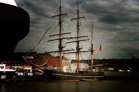 Корабль у берегов Гренландии