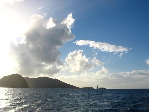 Солнечные виды залива Гваделупы