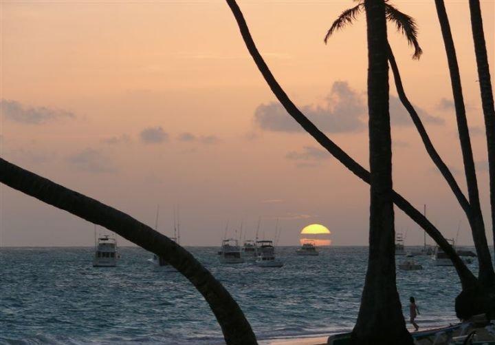 Вечерний пляж Гаити