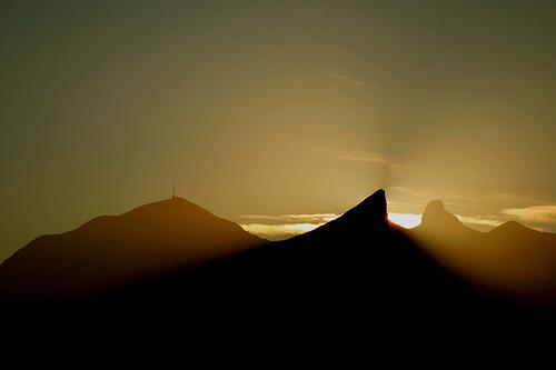 Красивый закат над горами Мексики