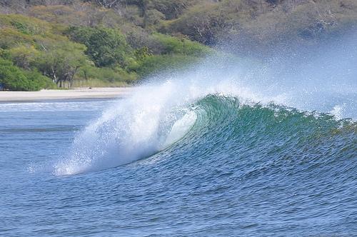 Волны близ побережья Никарагуа