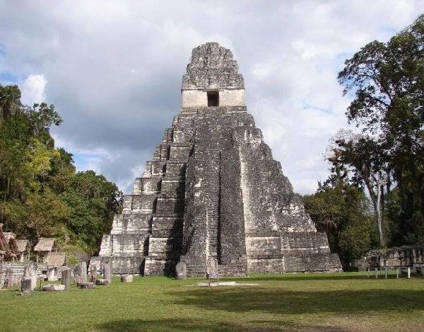Древняя пирамида индейцев в Гватемале