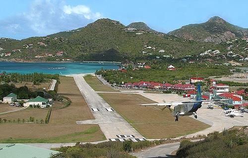 Аэропорт в Сен-Бартельми
