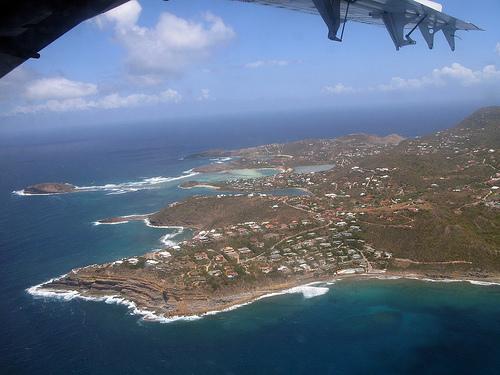 Вид на Сен-Бартельми с самолета