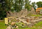 Город Валмиера в Латвии. Развалины крепости